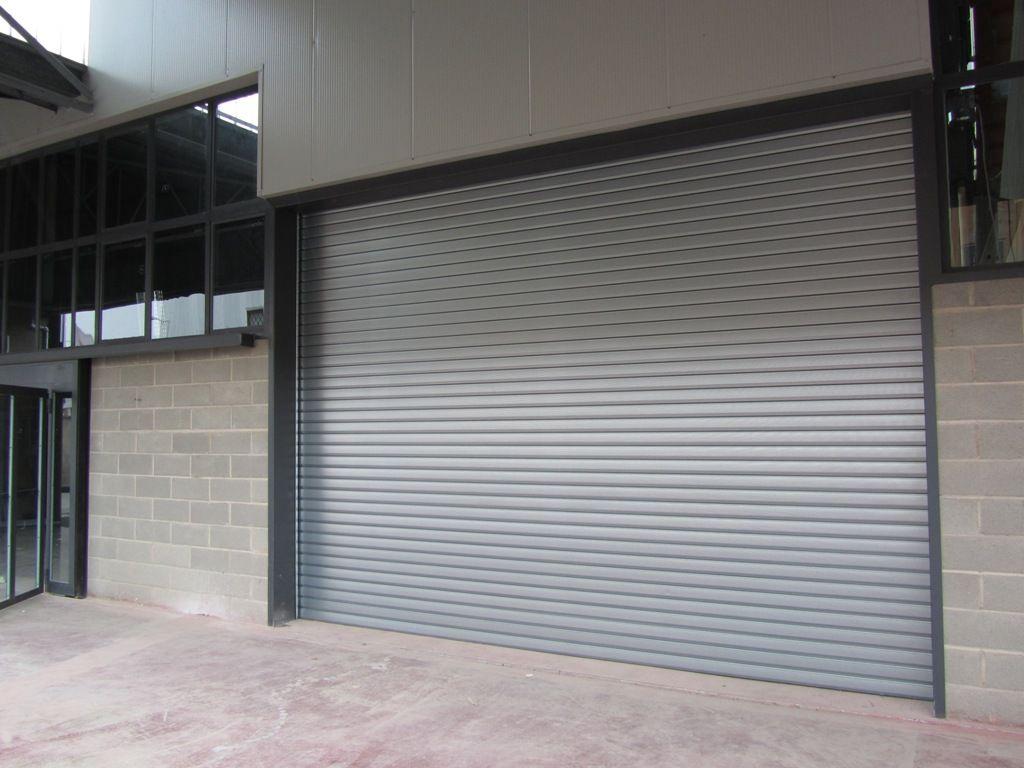 5 características que deben tener las puertas industriales